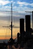 Silueta de aurora crucero ruso. san petersburgo — Foto de Stock