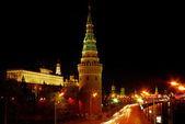 Moscow kremlin and government building at night — Stock Photo