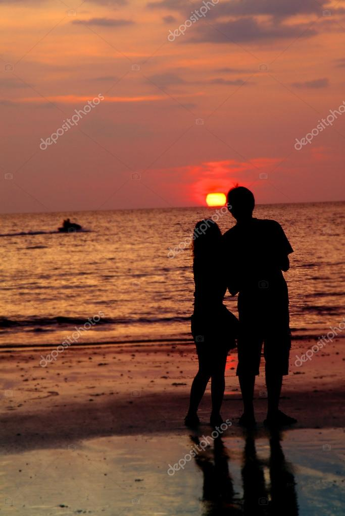 Loving couple at sunset — Stock Photo #12619279