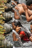 Ritual Bathing Ceremony at Tampak Siring, Bali Indonesia — Stock Photo