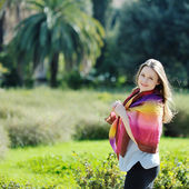 Beautiful woman relaxing and smiling in a park — Stock Photo
