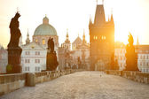 Charles Bridge (Karluv Most) and Lesser Town Tower — Stock Photo