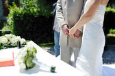 Hands newlyweds at the wedding ceremony — Stock Photo