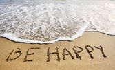 Be happy words written on beach sand-positive thinking concept — Stock Photo