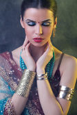 Beauty portrait of a young indian woman in traditional clothing — Stock Photo
