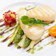 Light grilled fish with salad and asparagus — Стоковая фотография