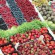 Various berries on market stall — Stockfoto