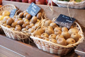 Košíky s kiwi — Stock fotografie