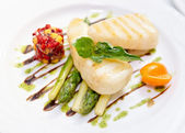 Light grilled fish with salad and asparagus — Stock Photo