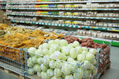 Vegetables and grocerie in supermarket — Foto Stock
