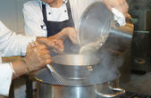 Tho chefs cooking soupe — Stock Photo