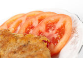 Fried meat with sliced tomatoes — Stock Photo