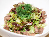 Fresh salad with duck liver and lettuce — Stock Photo