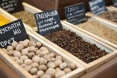 Goździki, gałka muszkatołowa i innym przyprawy — Zdjęcie stockowe
