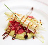 Tuna carpaccio with potato mash — Stockfoto