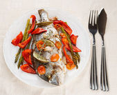 Roasted gilt-head bream with vegetables on plate — Stock Photo