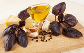 Ingredientes do molho pesto na prancha de madeira — Foto Stock