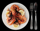Jumbo prawns and grilled squids with black rice — Stock Photo