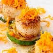 Pan fried scallops with citrus zest — Stock Photo