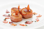 Scallops wrapped in bacon and seared — Stock Photo