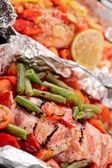 Two uncooked dishes in foil — Stockfoto