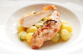 Chicken breast with potatoes on plate — Stock Photo