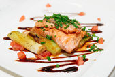 Salmon fillet with chicory and leek — Stock Photo
