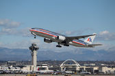 American Airlines Boeing 777-223(ER) — Stock Photo