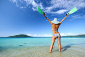 What a wonderful beach with crystal clear waters and islands — Stock Photo
