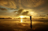 Golden sunset with the girl on the island of El Nido, Philippine — Stock Photo