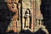 On the ruins of an ancient Buddhist temple in Cambodia — Stock Photo