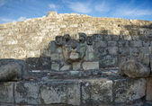 The stone head in the ancient Mayan city of Copan in Honduras. — Stockfoto