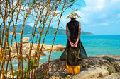 Young vietnamese woman in traditional clothing — Stock Photo
