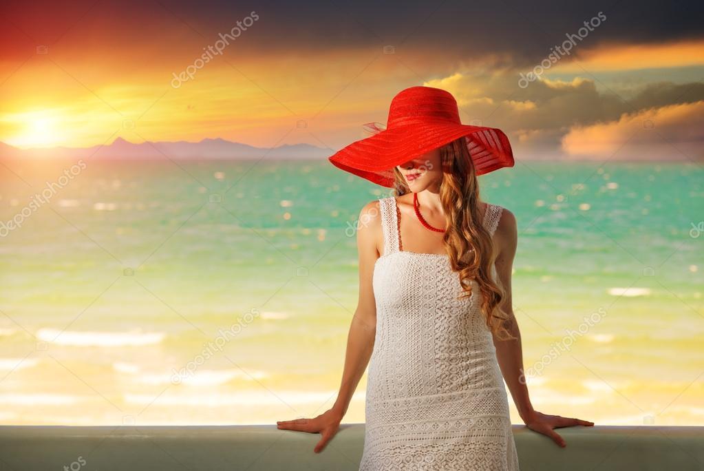 француженка в красной шляпе  № 156101 без смс