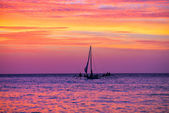Sailing boat in the beautiful sunset — Stock Photo
