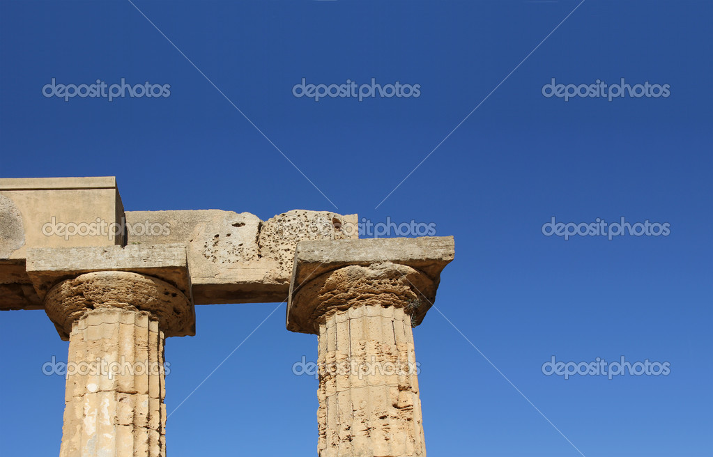 The largest Greek temple in Selinus, Sicily — Stock Photo #12374837