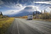 Alaska highway bei förstörelse bay — Stockfoto