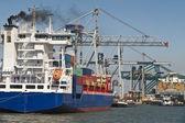 港口的集装箱船 — 图库照片