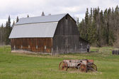 Old barn and drawn wagon — Stock Photo