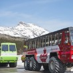 Columbia icefield, snowcoaches — Stock Photo