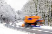 Zima na drodze, pług do odśnieżania — Zdjęcie stockowe