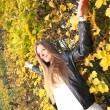 Woman girl portret in autumn green leaf wall — Foto Stock