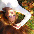 Woman girl portret in autumn leaf — Stock Photo #14951483