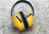 Ucho ochranu tovární hluk rukávníky žlutá — Stock fotografie