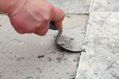 建设水平平铺在家里瓷砖地板胶 — 图库照片