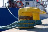 Patník, port detail a loď — Stock fotografie