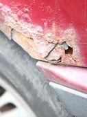 Närbild på gammal rostig bildörr — Stockfoto