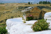 Tomb and terraces with water, Pamukkale, Turkey — Stock Photo