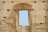 Ancient window, Palmyra ruins, Syria — Stock Photo