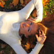 Woman girl portret in autumn leaf — Foto Stock